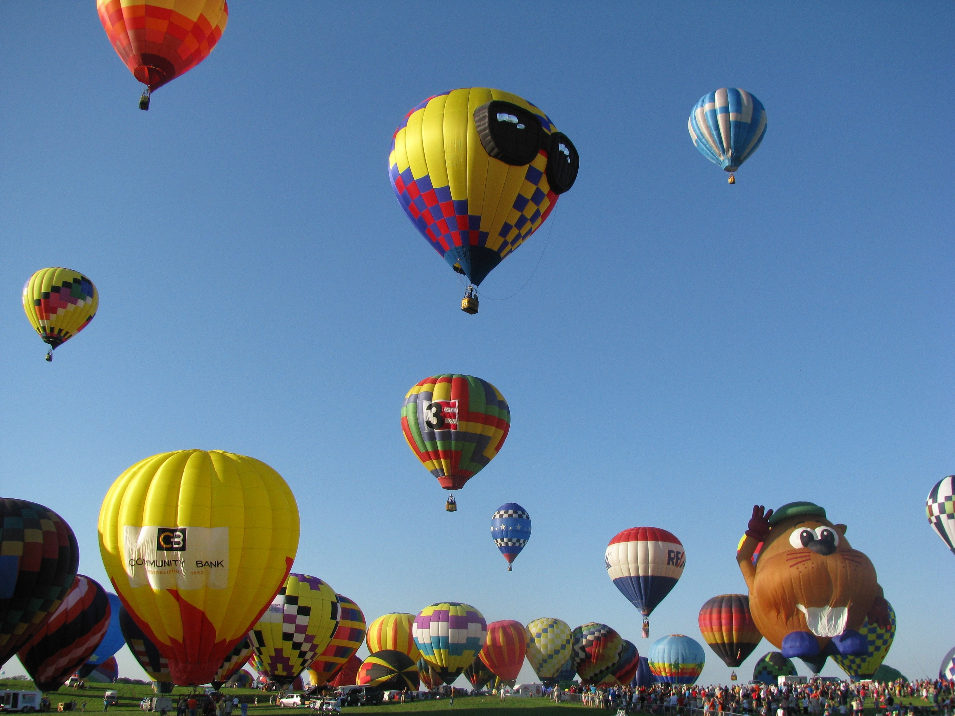 Festivals - image hot-air-balloon-2056894 on http://www.4kfreelance.com